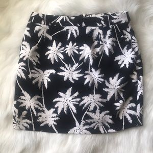 3/$25 SALE ‼️Gianni Bini Palm Tree Size S Skirt